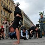 Хождение на руках в Санкт-Петербурге