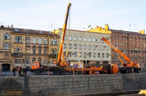Кран упал в Обводный канал