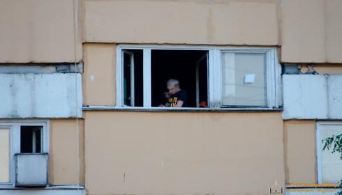 Стрельба из пневматики из окна