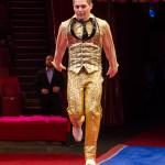 Акробаты на дорожке под руководством заслуженного артиста России Сергея Рубцова