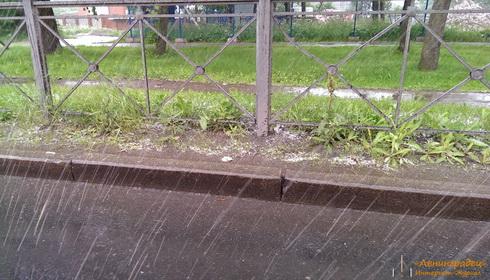 Град и снег в Петербурге в июне