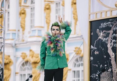 Snimok-14.-Ekaterininskij-dvorets-v-Pushkine.-Stsena-iz-opery-Volfganga-Amadeya-Motsarta-Volshebnaya-flejta.-Na-stsene-ptitselov-Papageno